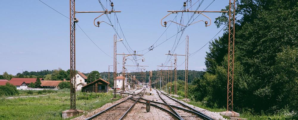 Uredile se bodo tudi elektroenergetske, telekomunikacijske in signalnovarnostne naprave.